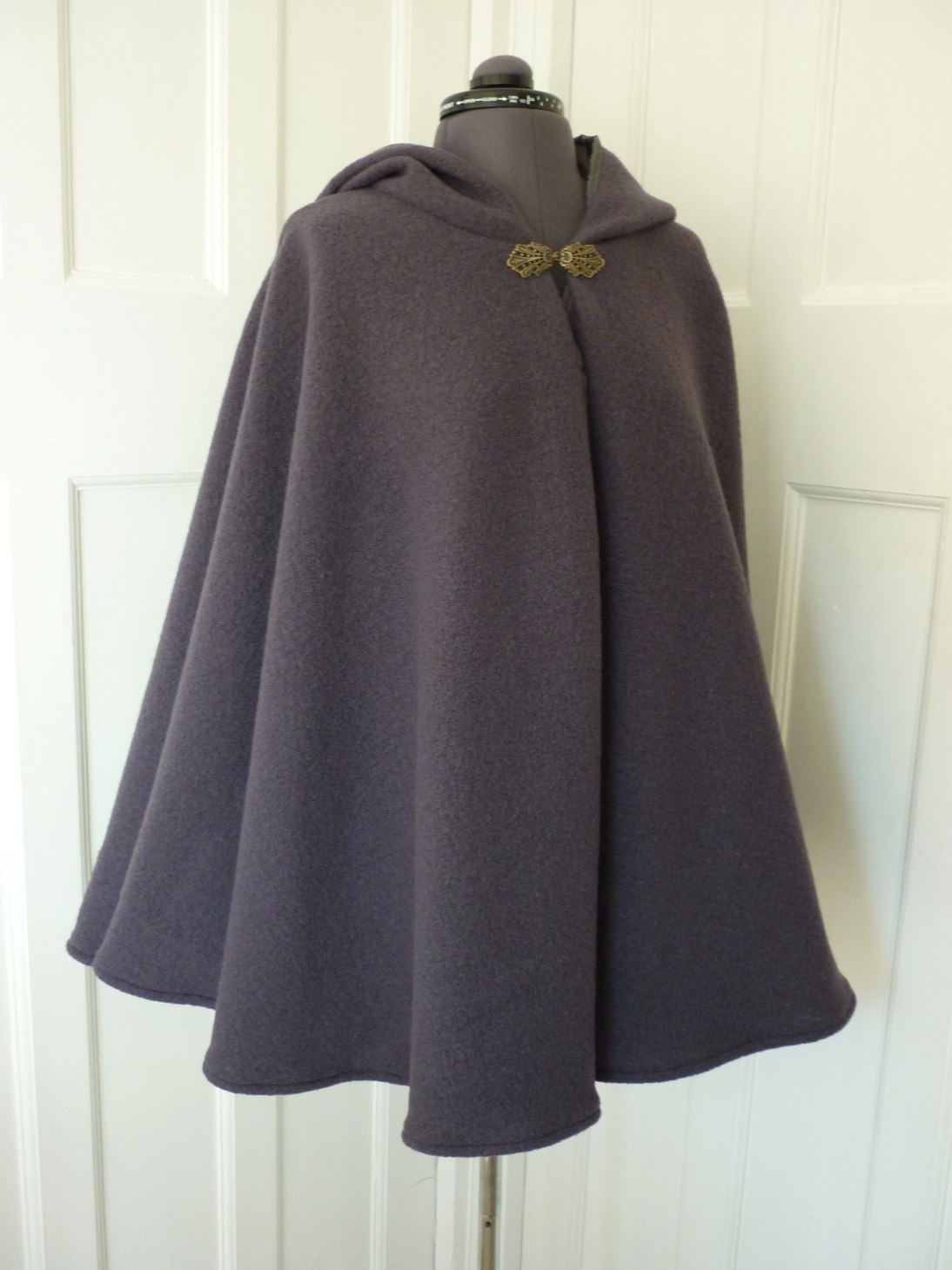 Wool cape with contrasting lining - round hood - choice of colours - made to order